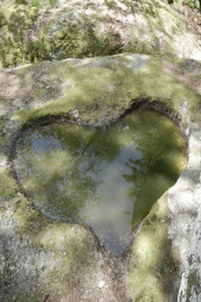 Herz in einem Steinfelsen